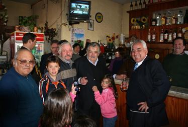 Mujica en el bar