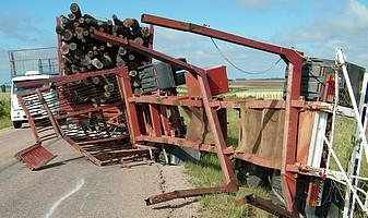 Seis heridos en accidentes: en Cerro Colorado camión impactó camioneta y otro tirócolumna