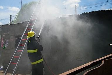 Fuego consumió gran parte de rancho de familia con tres hijos enMendoza