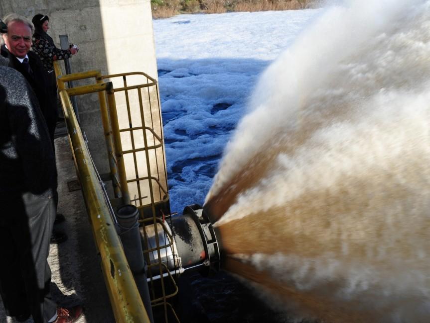 Chorro de agua en Paso Severino. foto: Presidencia