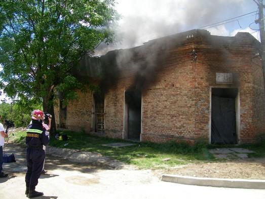Fuego consumió el baño de una casa en NicoPérez