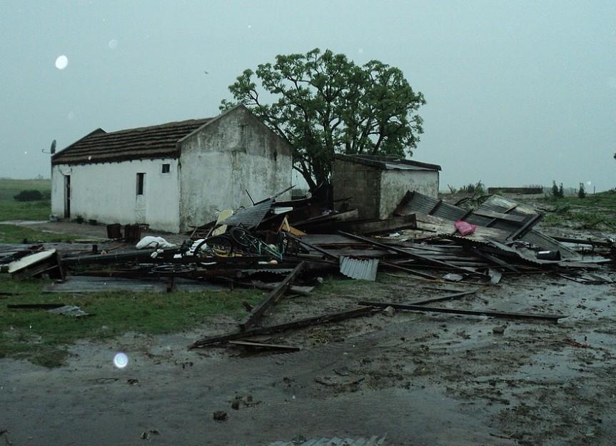En pocas horas cayeron 51 milímetros en La Cruz: hay más reportes de daños yvoladuras
