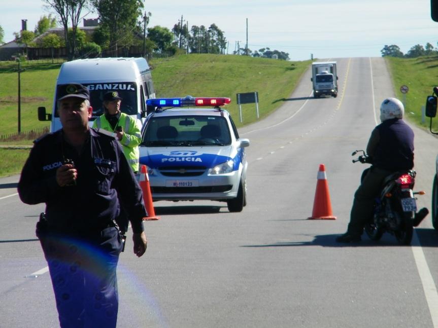 Dos muertos tras impactar auto con camión en ruta5