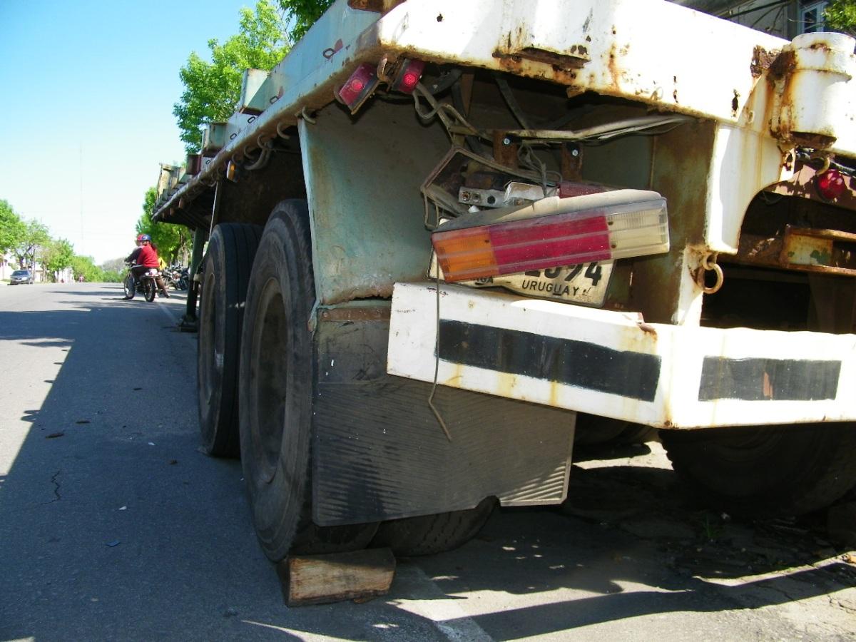 Murió un hombre tras impactar con zorra de camión en Avenida Artigas