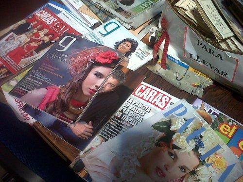 La mesa de revistas en la Biblioteca Municipal.