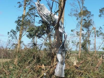 Foto día después tornado en 25 de Mayo. Alexis Trucido, FD.