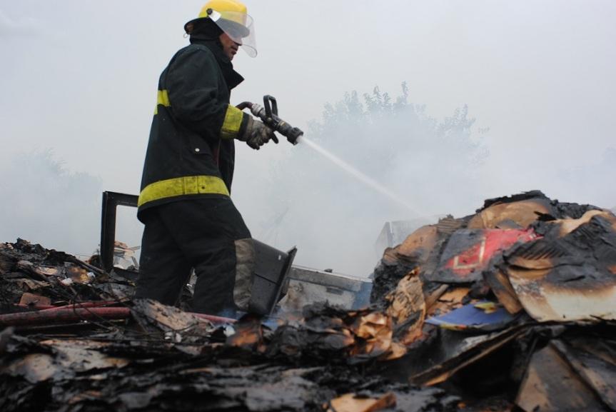 """Voraz incendio consumió precaria vivienda: """"Perdí hasta las túnicas de mishijos"""""""