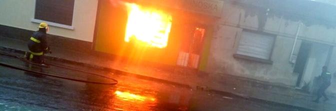 "Se incendió bar ""El Ratón"": hubo rescate de una familia"