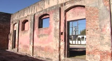 Horno donde se encontraron prendas. Foto: captura Tevé+