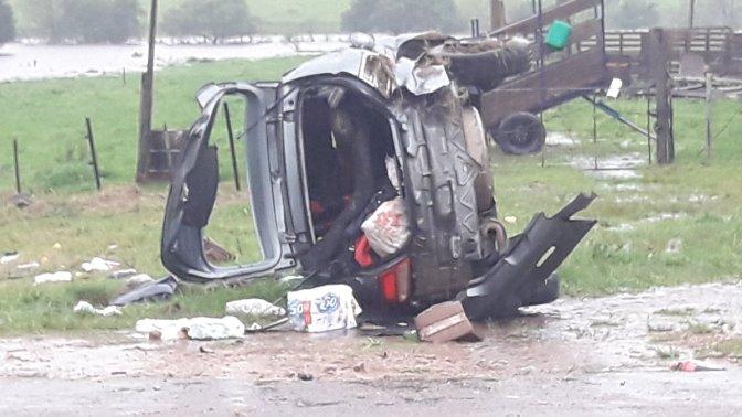 Auto volcó en ruta 5 bajo intensa lluvia