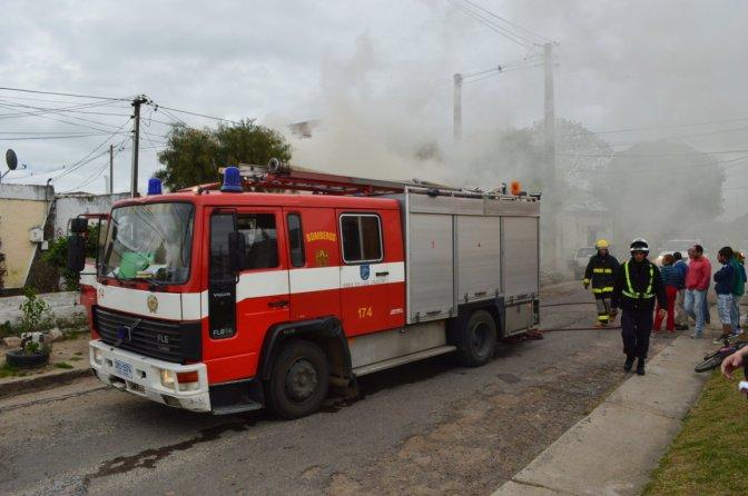 Incendio en Prado Español: susto y conmoción por niños en el lugar