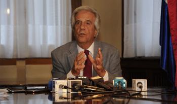 Vázquez anunció rebaja del gasoil, electricidad y otras medidas deapoyo