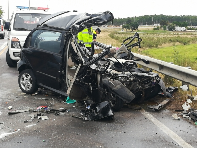Dos muertos en Florida al impactar auto de frente con un camión