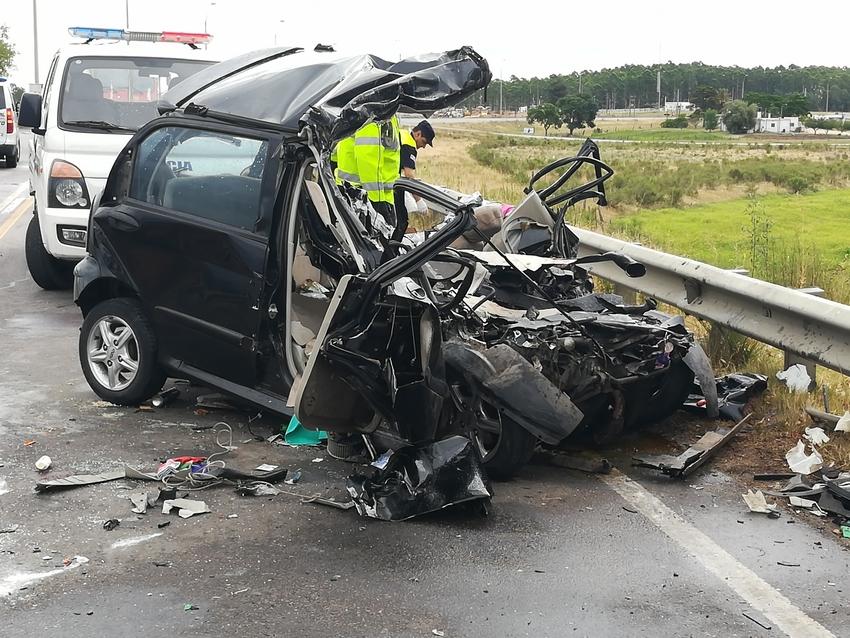 Dos muertos en Florida al impactar auto de frente con uncamión