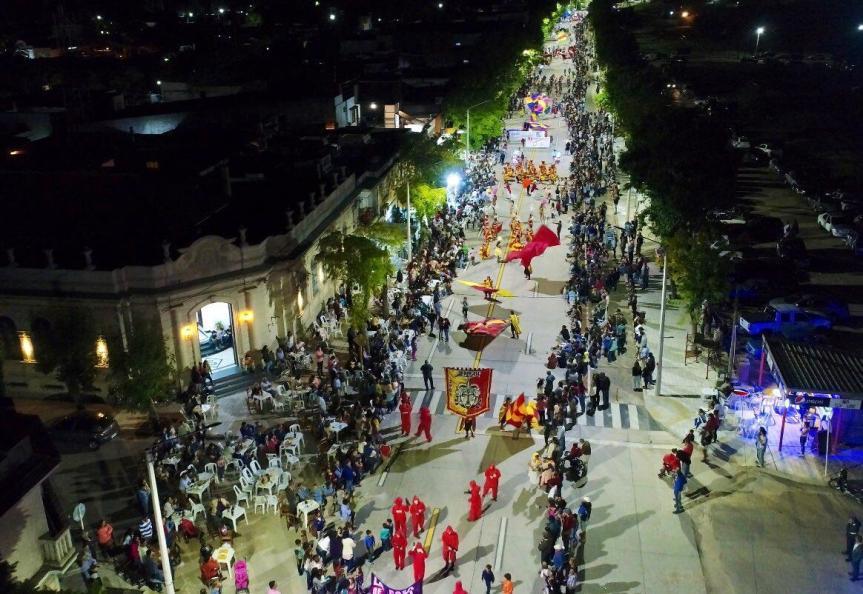 Brillante carnaval del led y organización en SarandíGrande