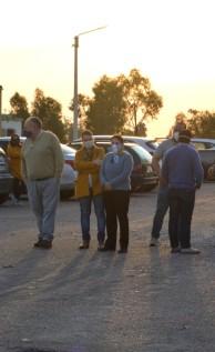 La intendenta Andrea Brugman, la edil Silvana Goñi, el presidente de la Junta Departamental Ignacio Costa, el Secretario Martín Varela y el director de Higiene, Daniel Dos Santos esperan por el sepelio.